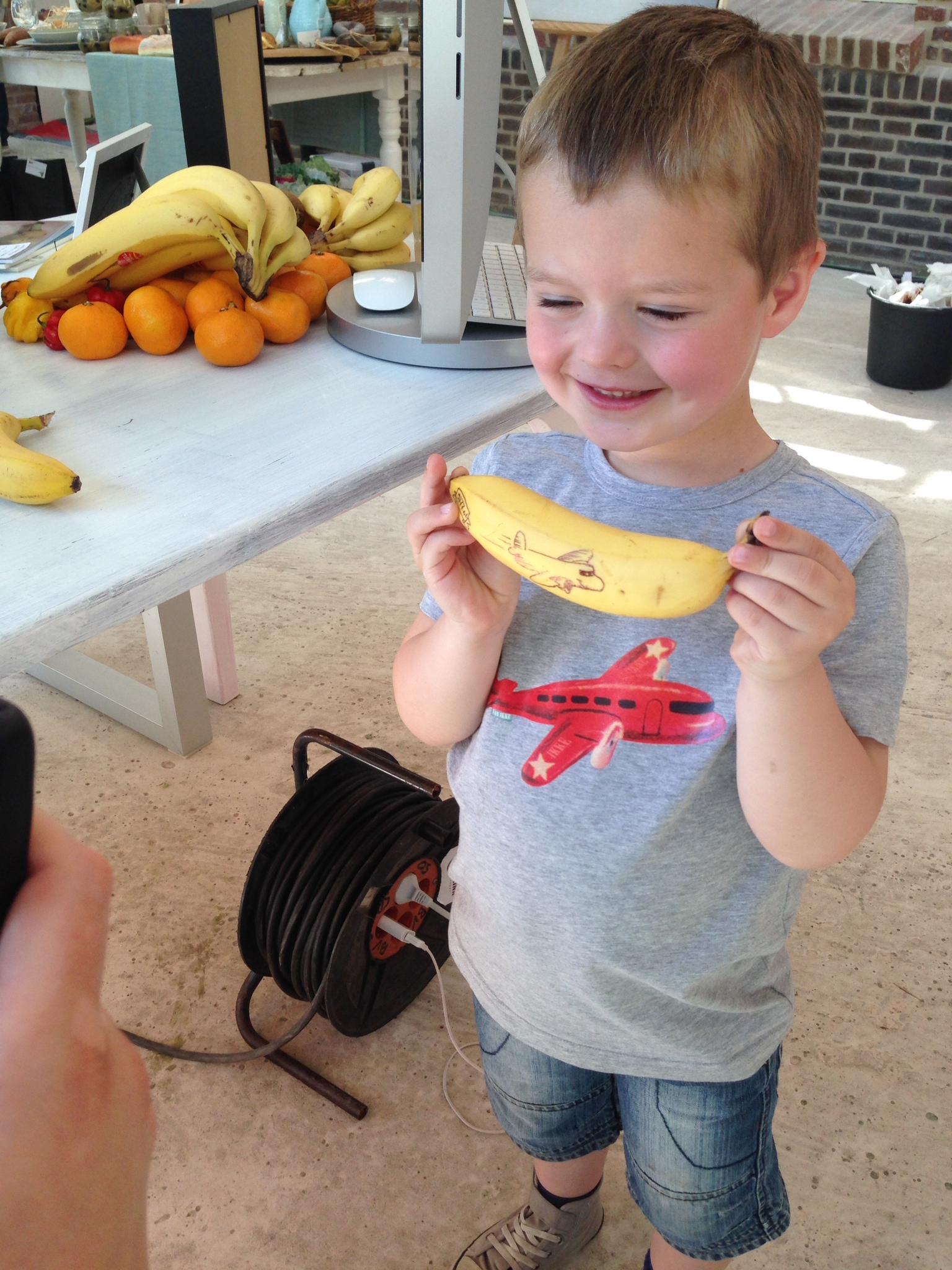 Bananenkunstenaar. Het eindresultaat gaat morgen mee naar school