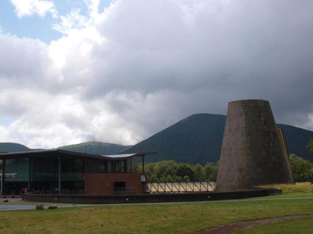 Schitterend gelegen nabij de Puy de Dome: Vulcania. Een modern museum over de historie van dit gebied.
