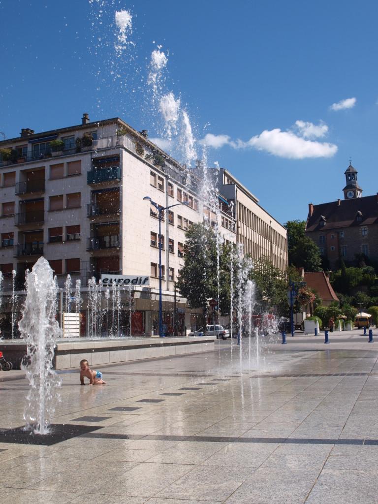 Afkoelen tussen de fonteinen van Montlucon.