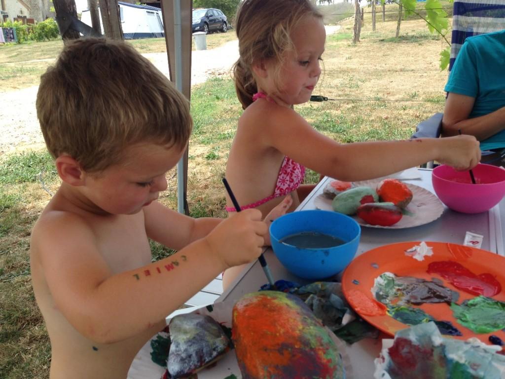 Stenen schilderen op vakantie