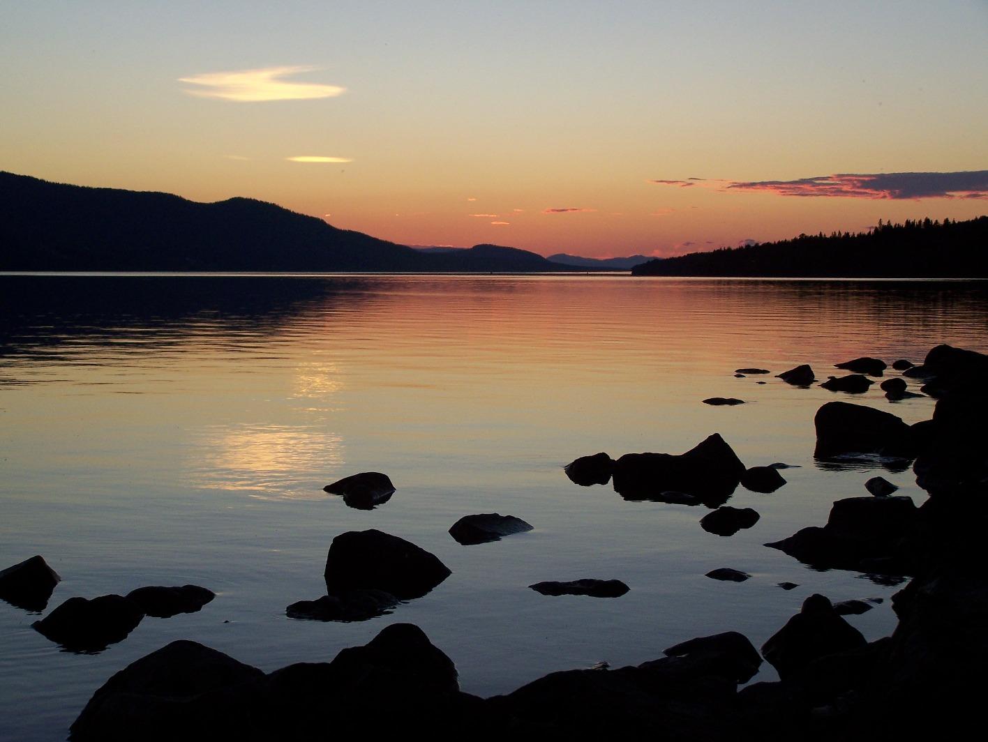 De zon in het meer zien zakken