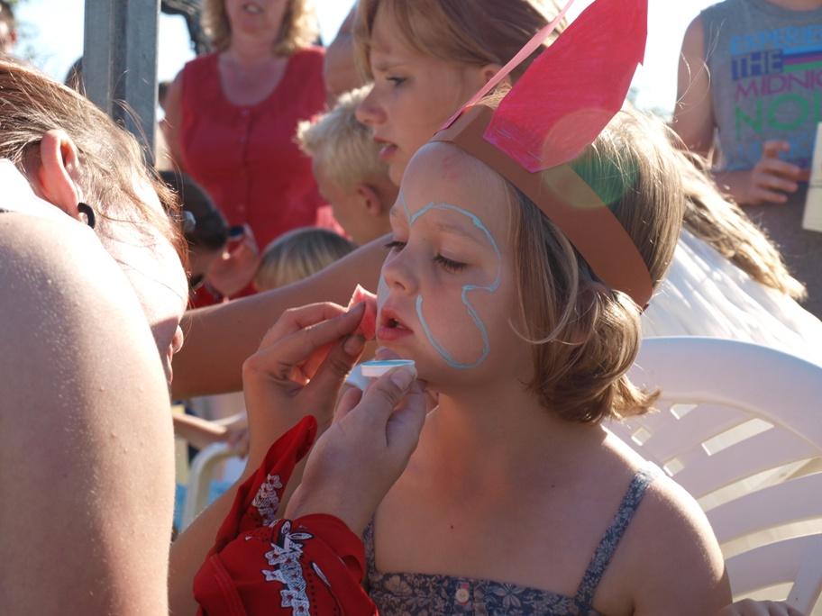 Geschminkt worden op het pannenkoekenfeest Aagtekerke
