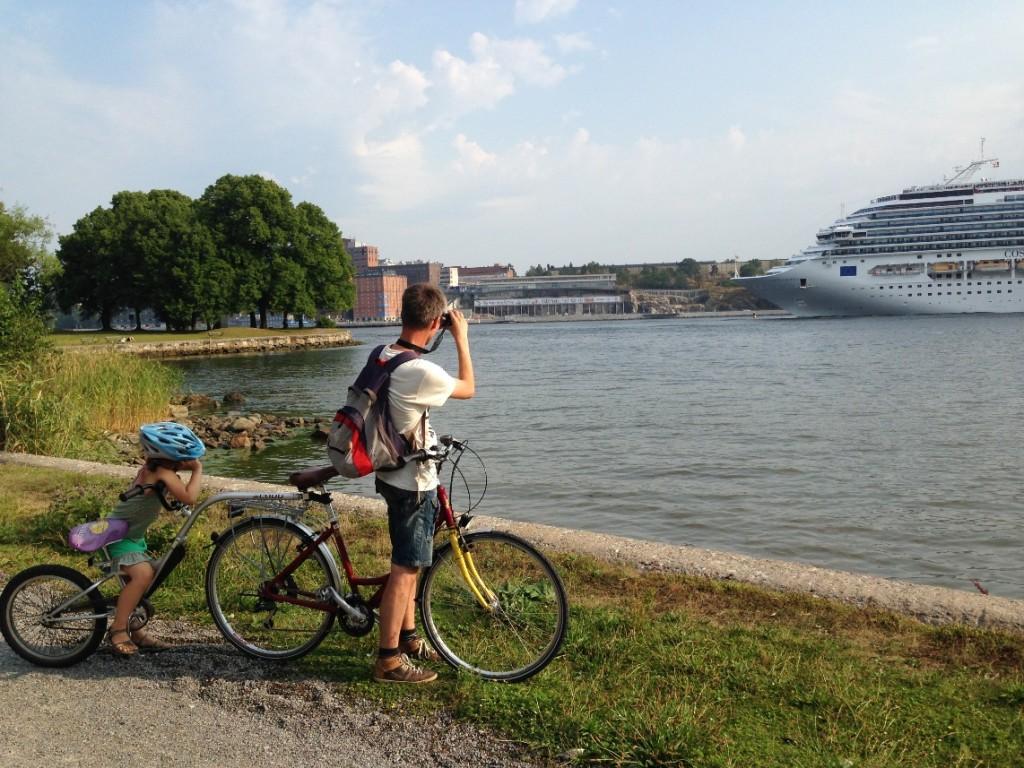We fietsen grotendeels langs het water.