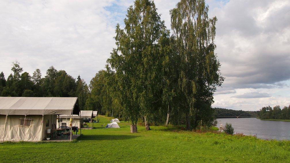 vakantie met kinderen, camping Zweden, Storangens camping, kindvriendelijke camping Zweden, rondreis Zweden, vlot varen Zweden, kampeerhut Zweden, glamping Zweden, safaritent Zweden, kamperen Zweden, kamperen met kinderen, Ransater, kids er op uit