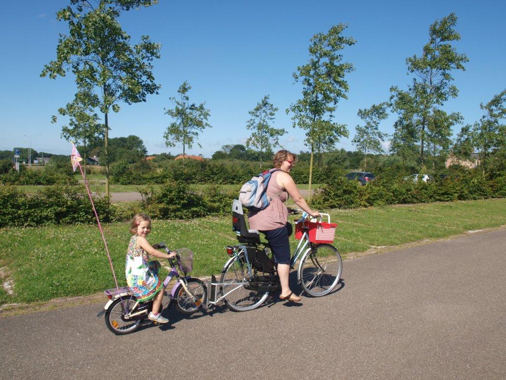 De follow-me tandemkoppeling. Een van mijn favorieten voor het fietsen met kinderen.