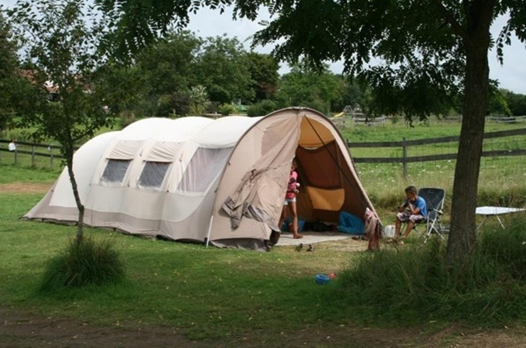 vakantie met kinderen, kamperen met kinderen, Badari Villagrande 450, tent met kinderen, kids er op uit