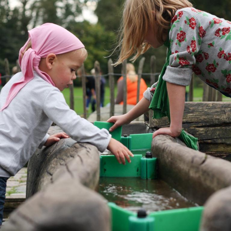 Spelen met water: altijd een succes bij kinderen.