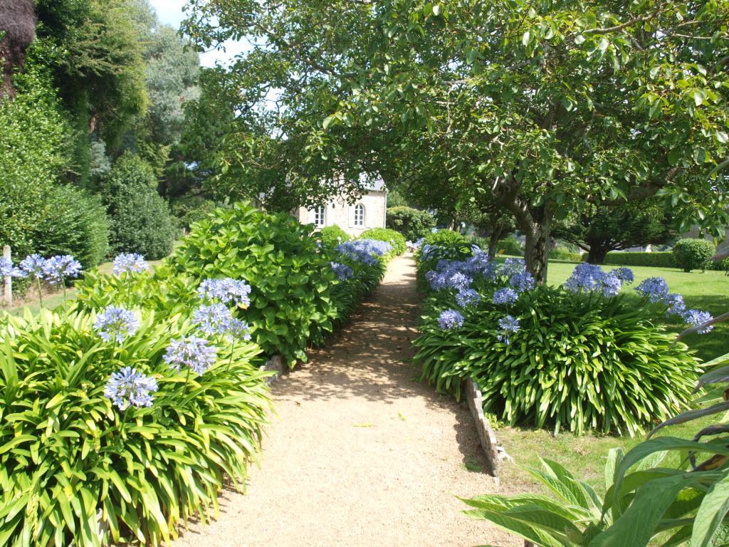 Een van de vele mooie tuinen (en toen was de batterij van de camera leeg...).