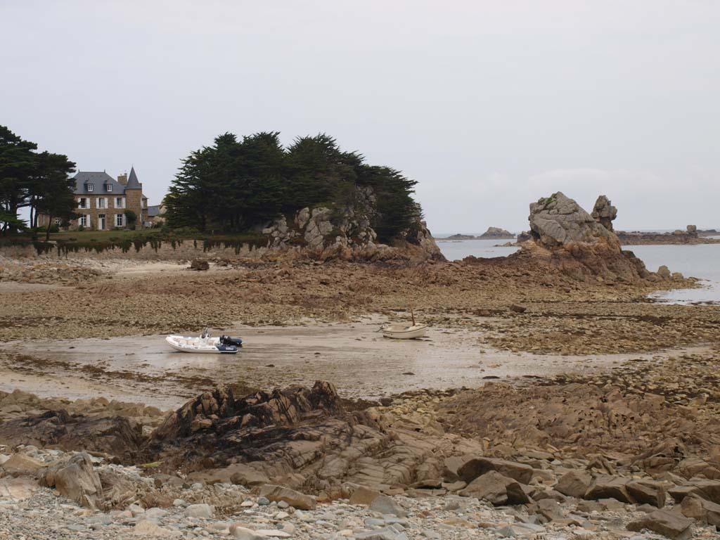 Bij vloed staat het huis op een eiland, met eb kan je er lopend komen.