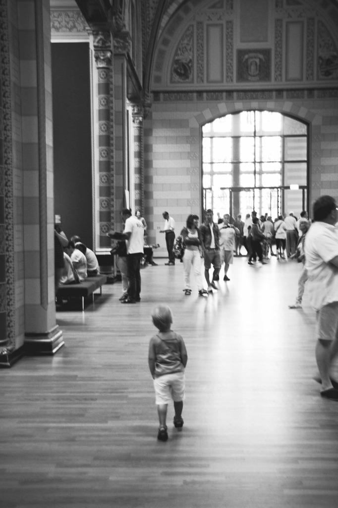 Zo vanzelfsprekend: Irza loopt door het Rijksmuseum.