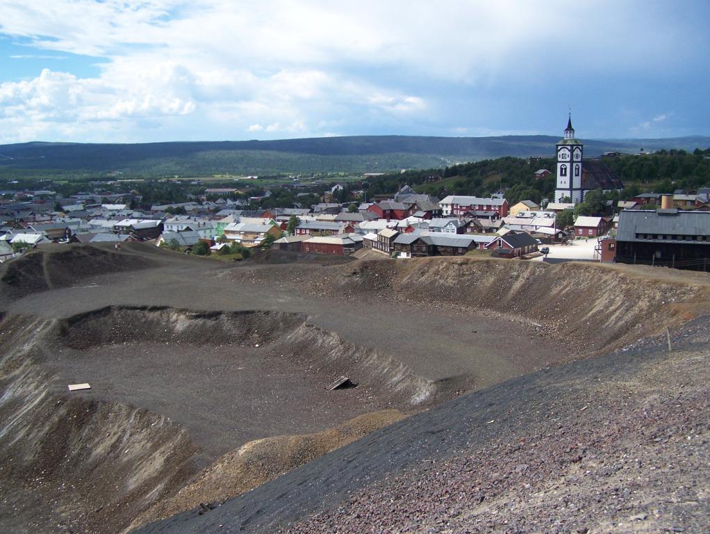De oude mijnen zijn goed zichtbaar in het landschap.