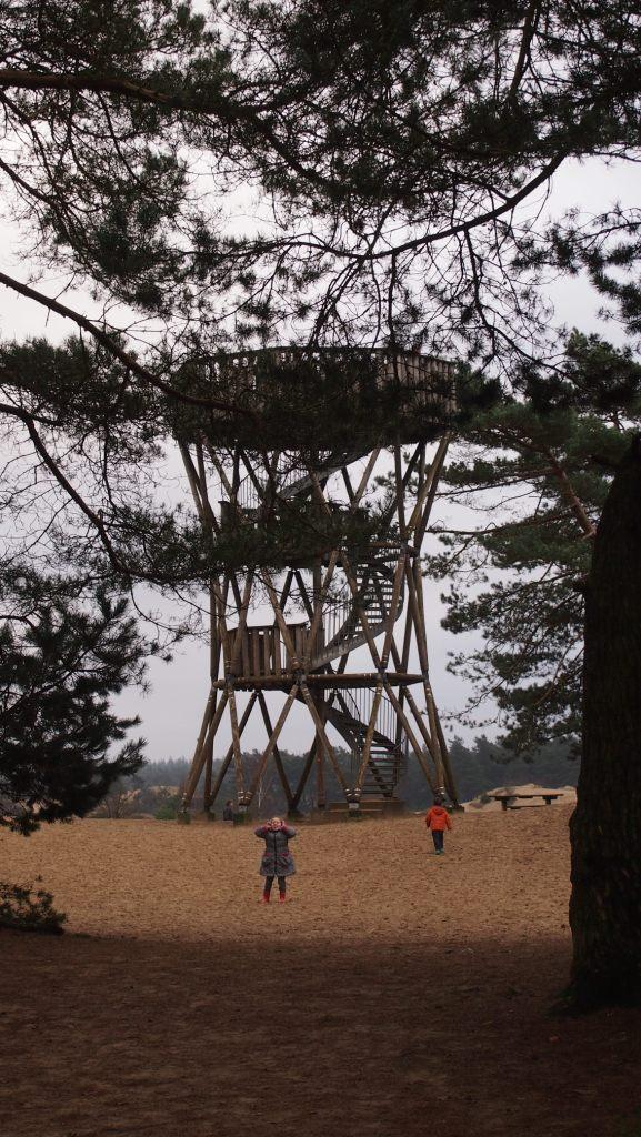Uitkijktoren bij het Kootwijkerzand.