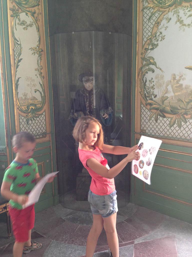 De speurtocht in het Chinees paviljoen (alweer een stiekem kiekje).