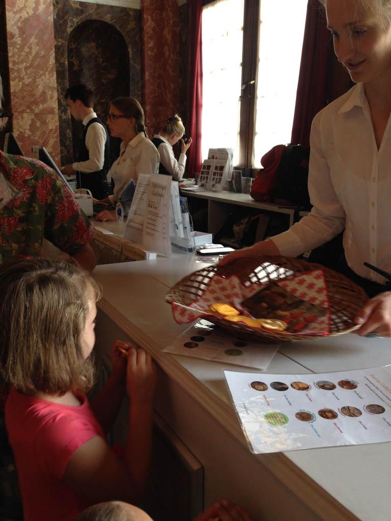 Drottningholm Slot met kinderen is erg leuk, mede dankzij de speurtocht met cadeautje.