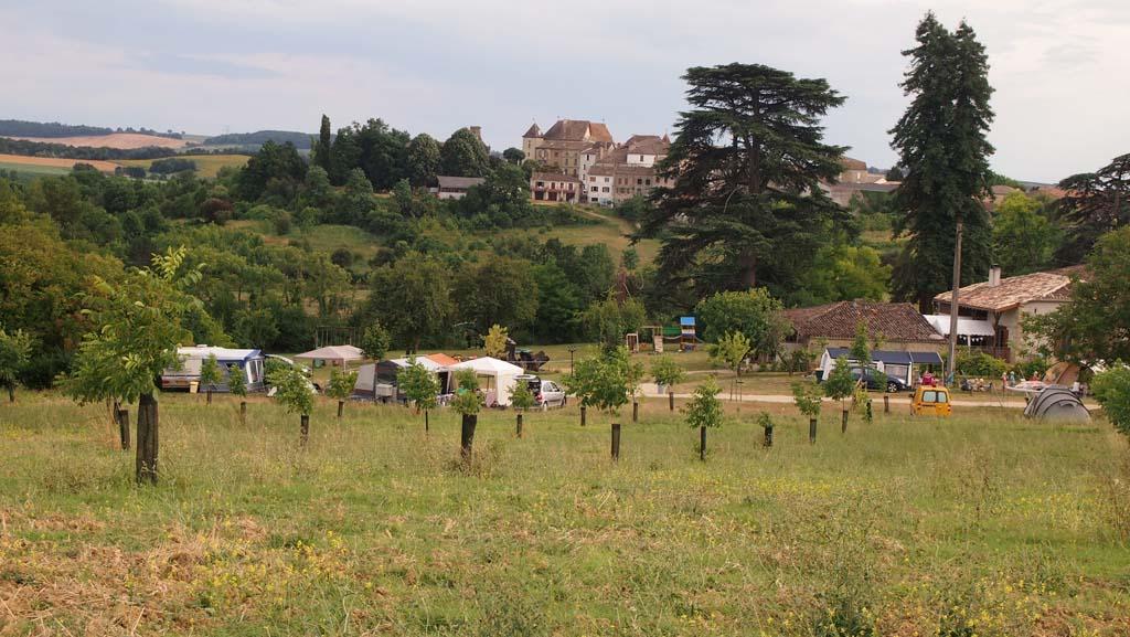 Camping Charmant ligt aan de voet van Verteuil d'Angenais in de Lot et Garonne.