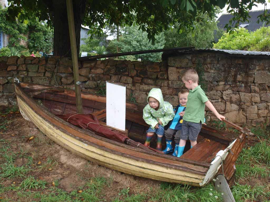 Ook op dat ene regenachtige moment bleven de kinderen maar spelen.