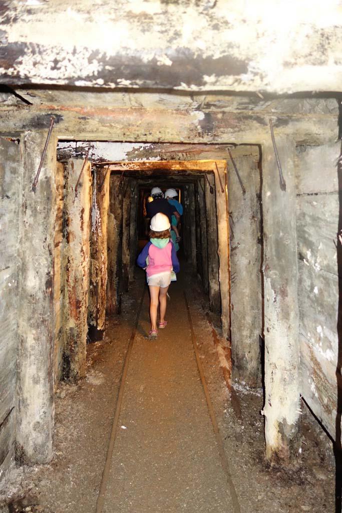 De mijnen van San Silvestro bezoeken.