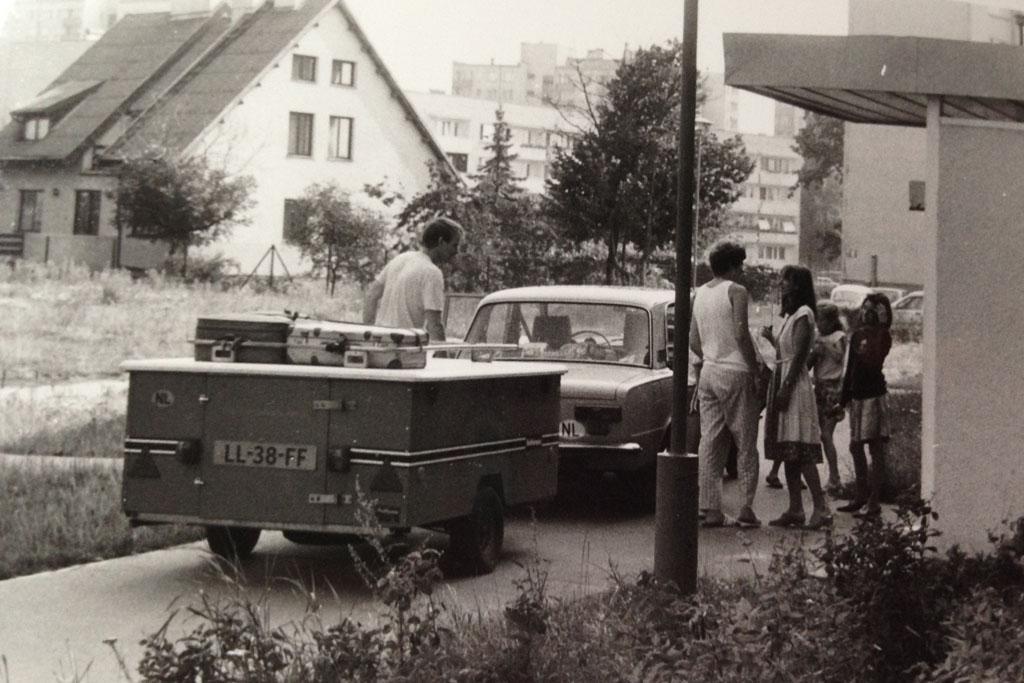 1988: met de Lada en Holtkamper in Warschau, Polen.