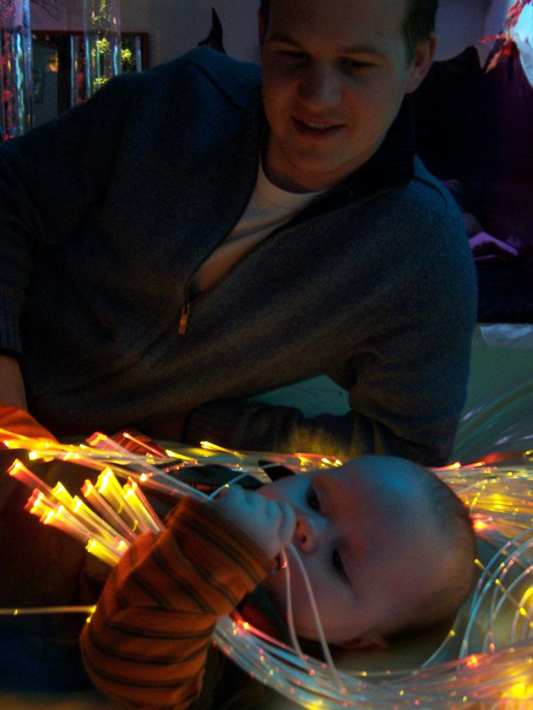 Vier maanden oud en de lichtjes aan het verkennen.