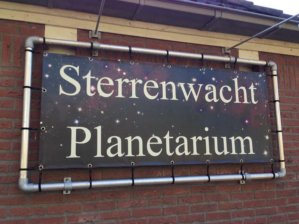 Cosmos sterrenwacht en planetarium in Lattrop.