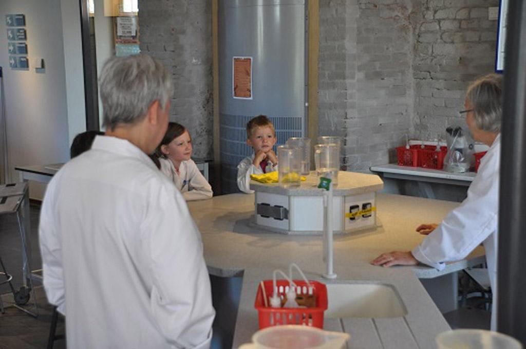 Het Waterlab. Voor een kleine vergoeding kan je kind hier aan mee doen.