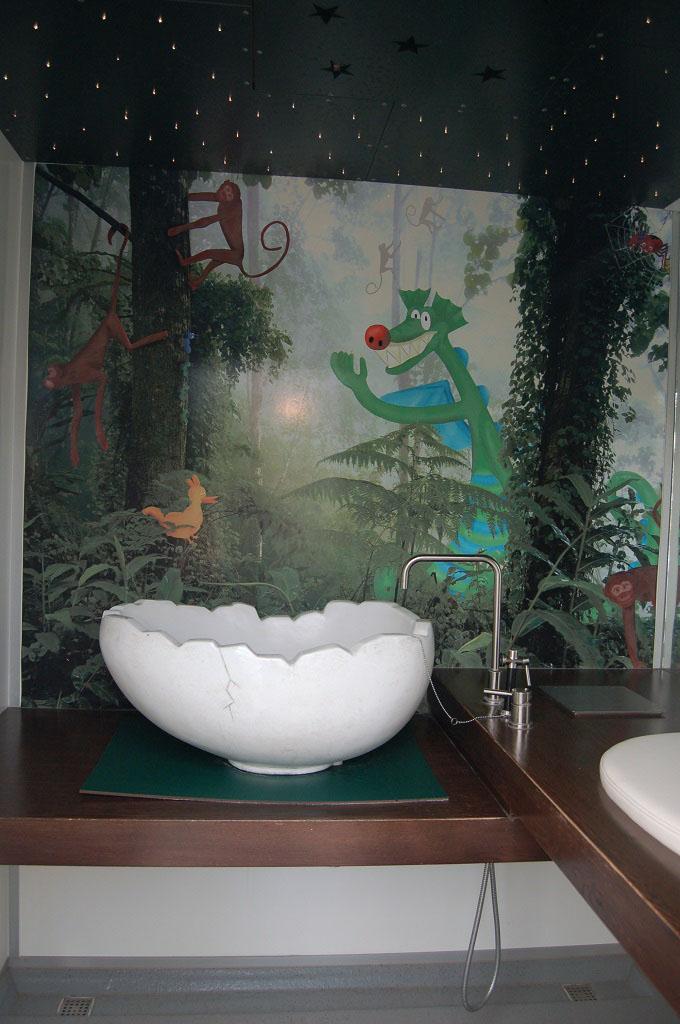 Zelfs het sanitair is in drakensfeer.