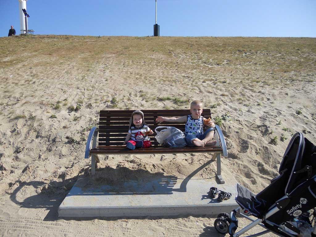 In Zeeland kampeer je altijd vlakbij het strand en de zee.