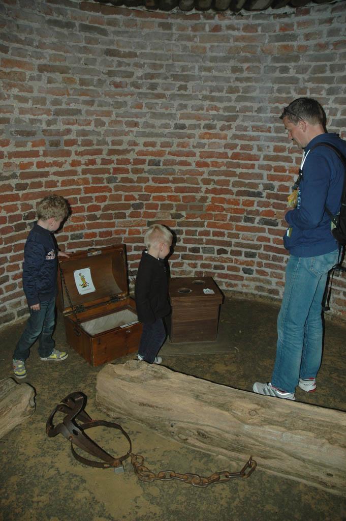 Tijdens de speurtocht door het kasteel wordt er een schatkist gevonden in de gevangenis van Kasteel Hoensbroek.