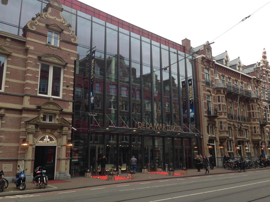De premiere van Minoes is in het DeLaMar Theater in Amsterdam.