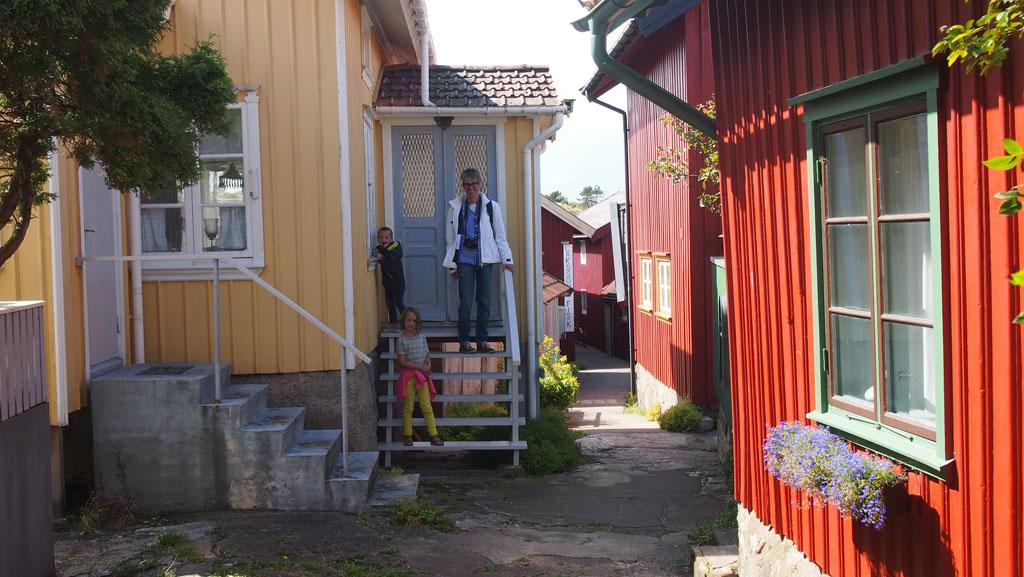 In Mollösund staan kleurrijke huizen.