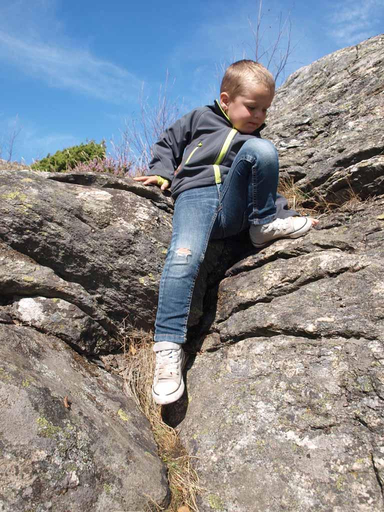 Rotsen in de buurt? Dan gaat Camiel klimmen en klauteren.