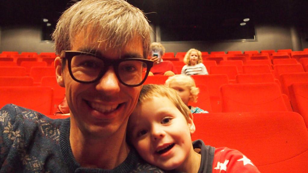 Schouwburg-selfie van Gerard en Camiel. Ze hebben er zin in!