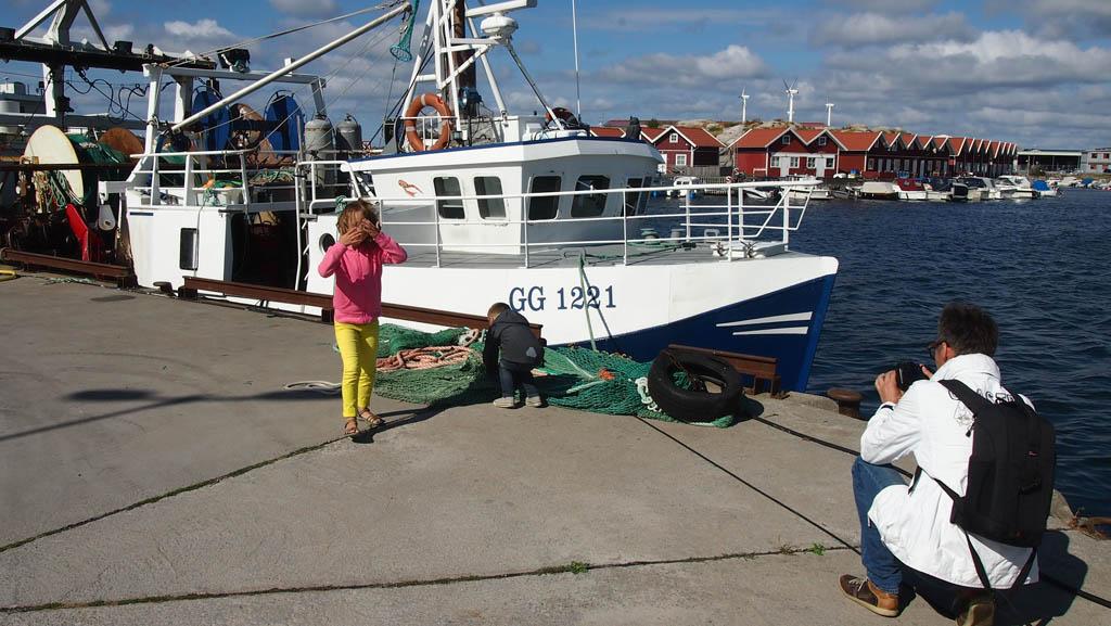 Een rondje lopen bij de haven en goed bekijken wat de vissers allemaal meenemen.