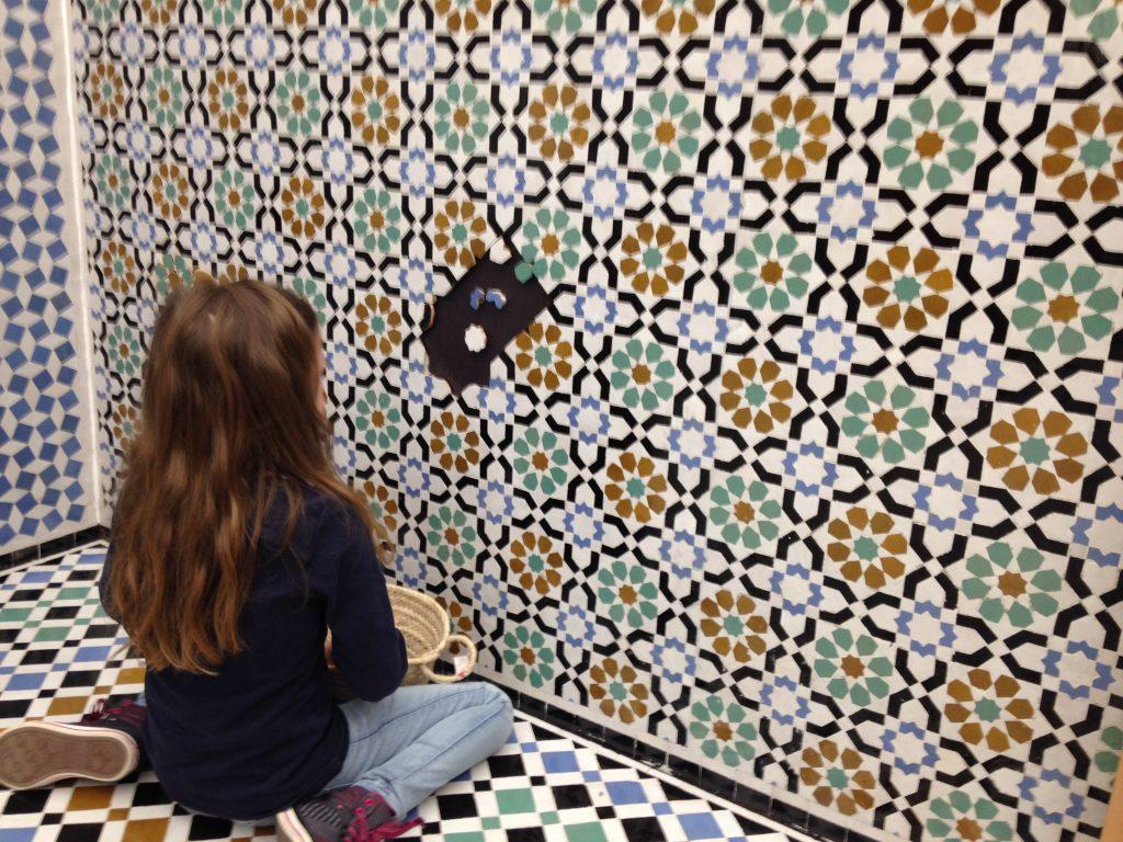 Mozaïek afmaken in het Tropenmuseum Junior