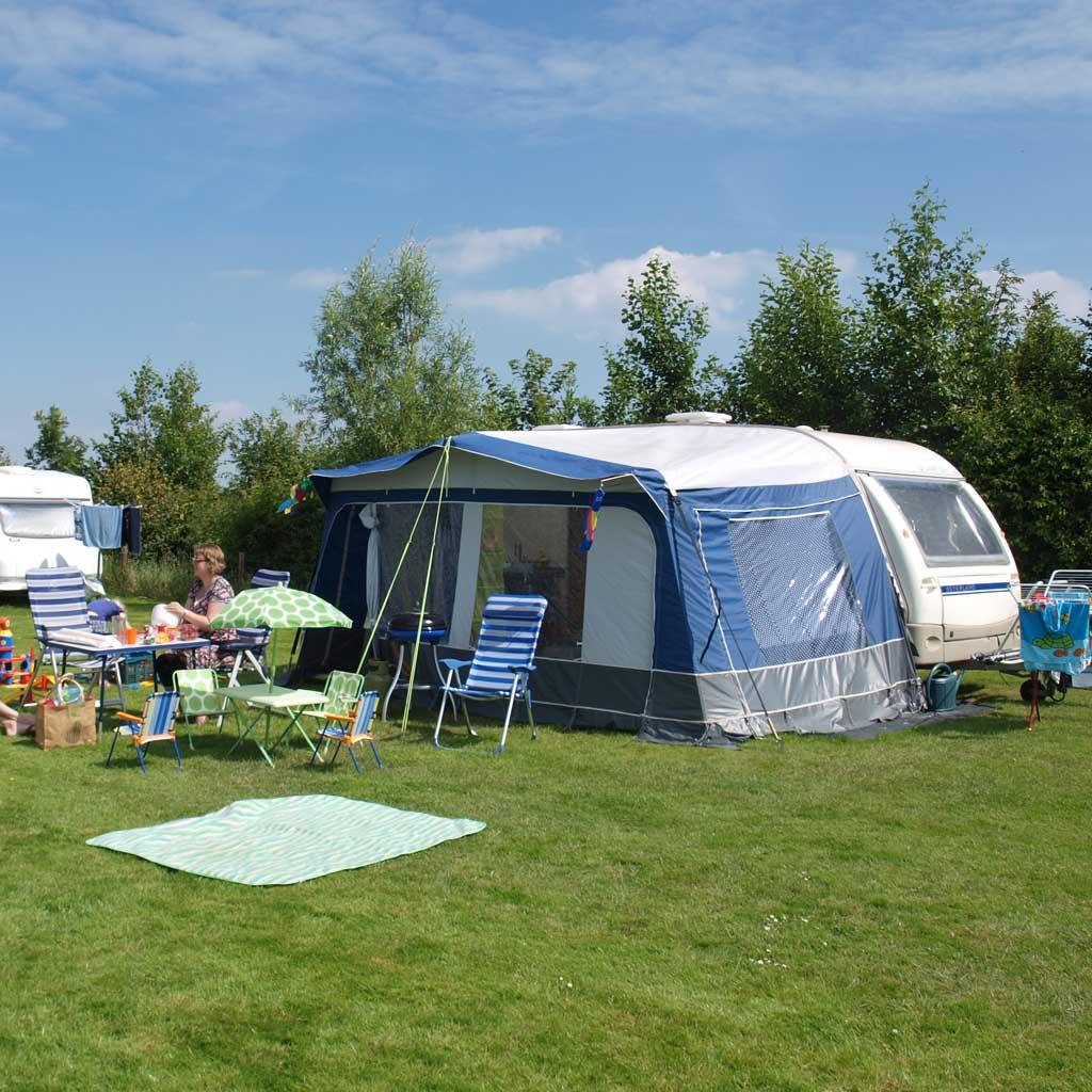Toen de kinderen klein waren gingen we jarenlang met onze eigen caravan op vakantie. Nu hebben we een tent of huren we accommodaties.
