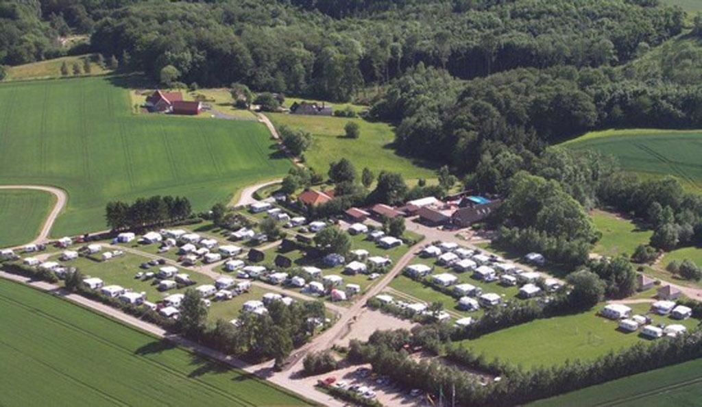 Camping Logballe van bovenaf (bron: website camping).