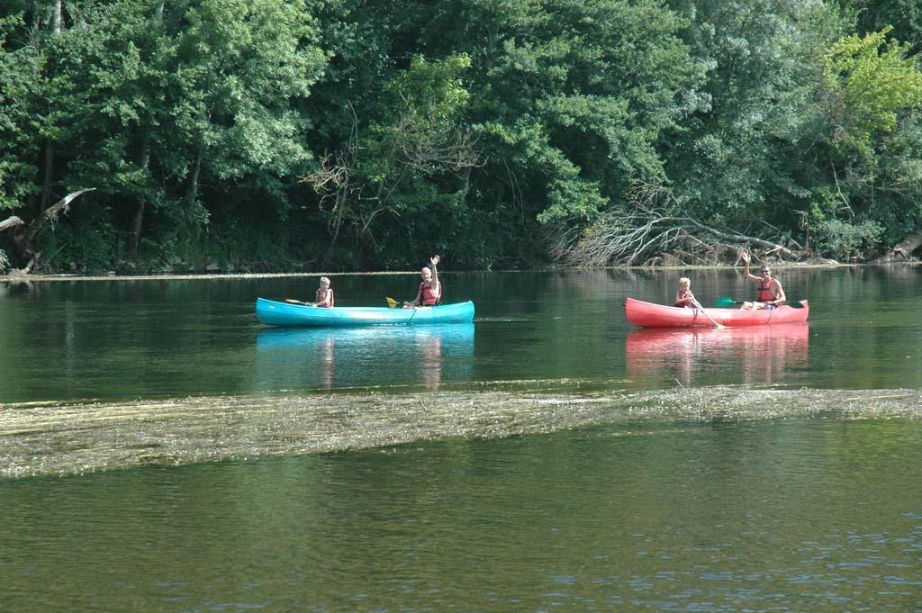 Kanoën op de Dordogne met de kinderen.