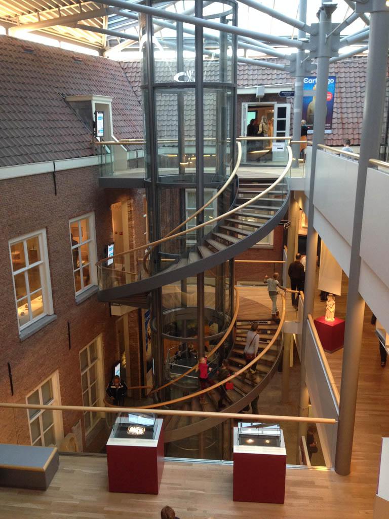 Een deel van het gebouw van het Rijksmuseum van Oudheden,