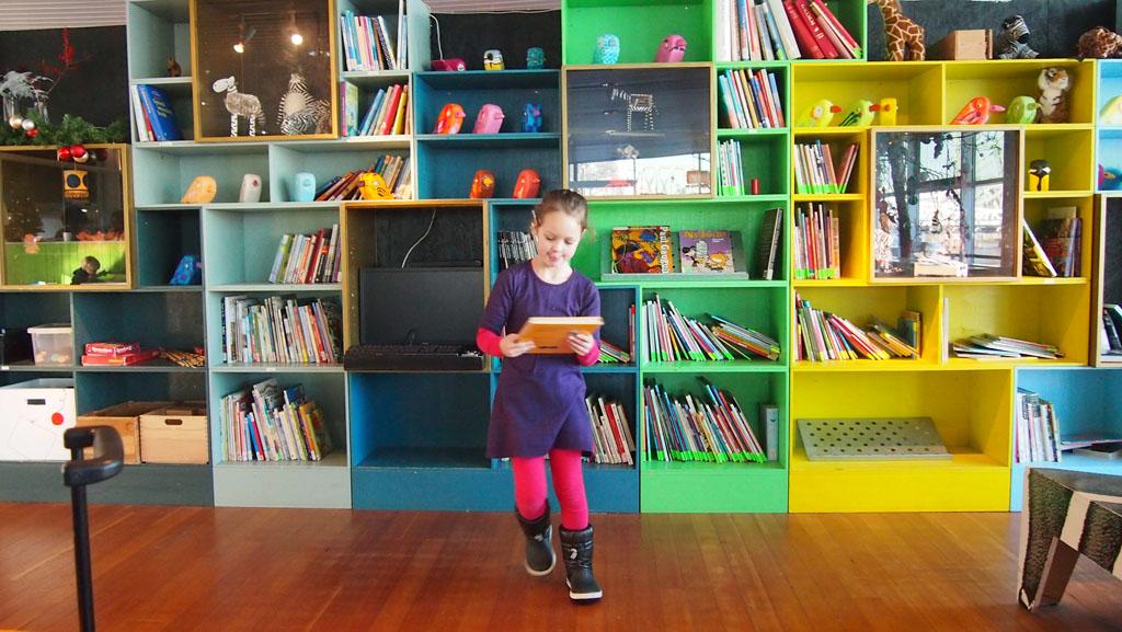 De boekenkast vol met prentenboeken voor kinderen.