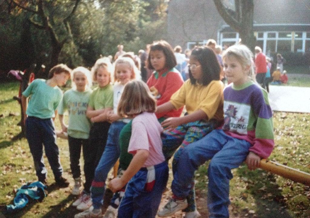 Tijdens de kindervakantieweek bij het NIVON in 1990. Ik ben de 4e van links.