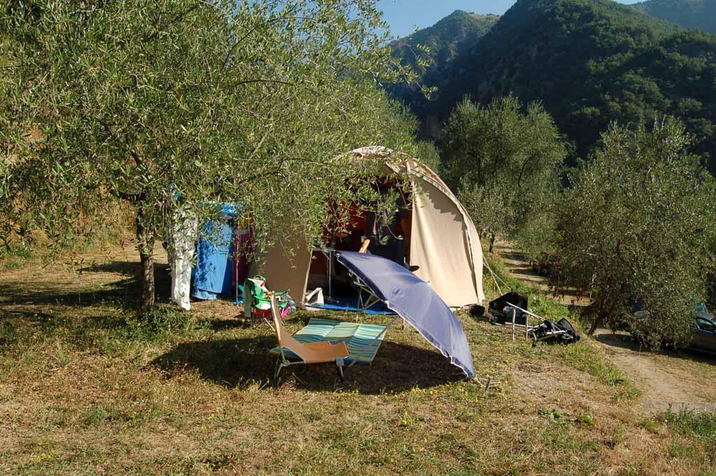 De plek van Lineke op camping Sainte Madeleine in Zuid-Frankrijk.