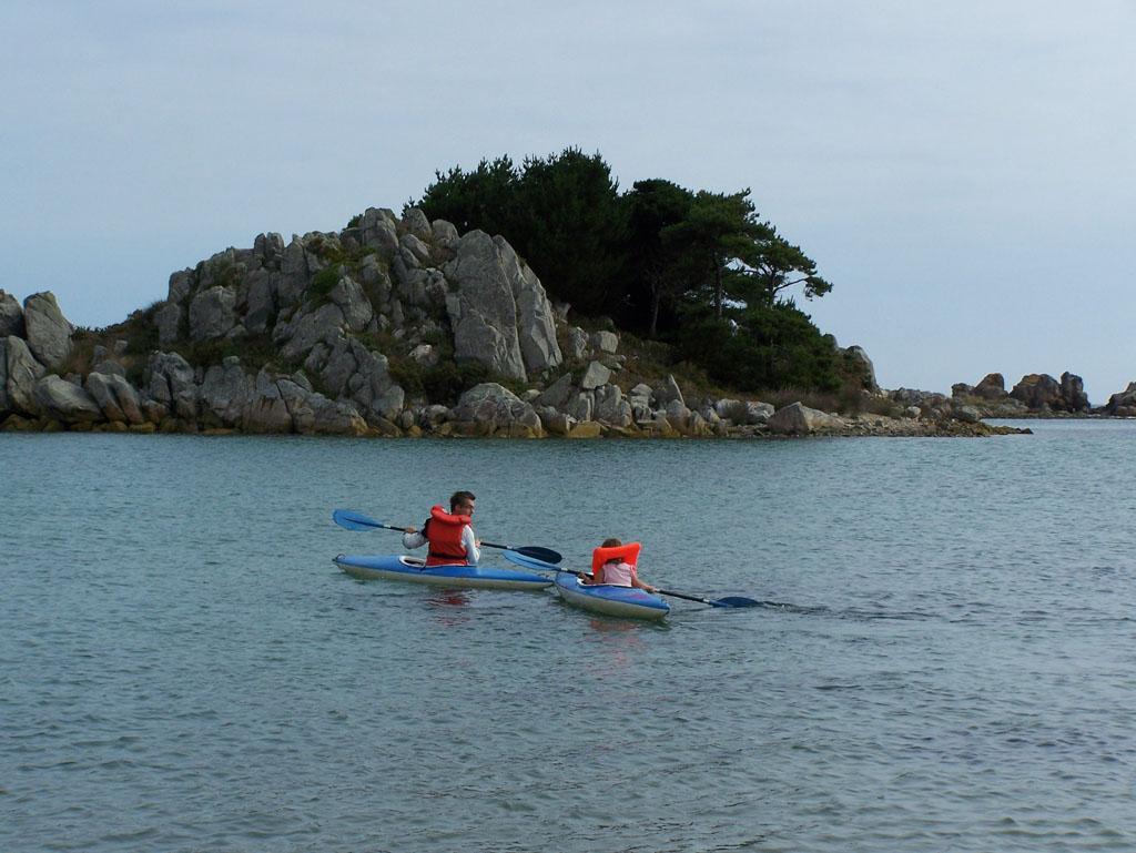 Samen met papa echt kanoën op zee.