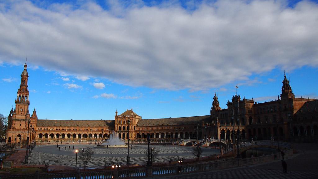 Plaza de Espanol: bijzonder indrukwekkend en een tikje bizar.