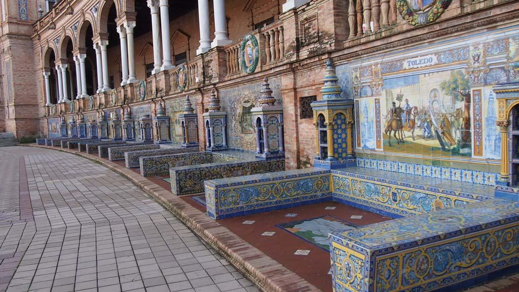Prachtig: heel veel mozaïek panelen.