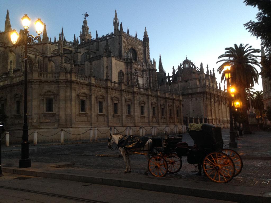 Met de paardenkoets door Sevilla.