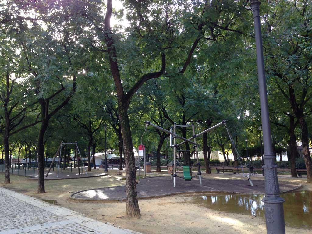 Een van de speeltuinen in het park ten noorden van Plaza de Espanol.