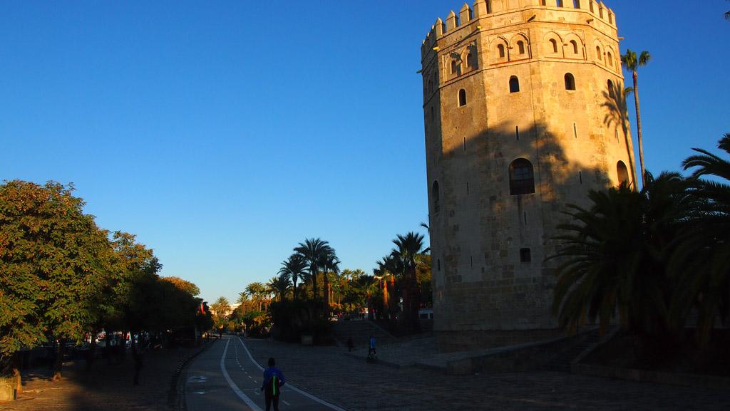 Een van de bezienswaardigheden tijdens de fietstocht: de gouden toren.