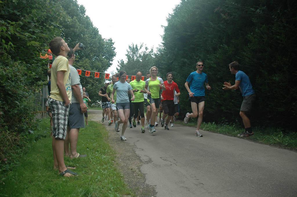 Spontaan idee van de campinggasten: een hardloopwedstrijd organiseren.