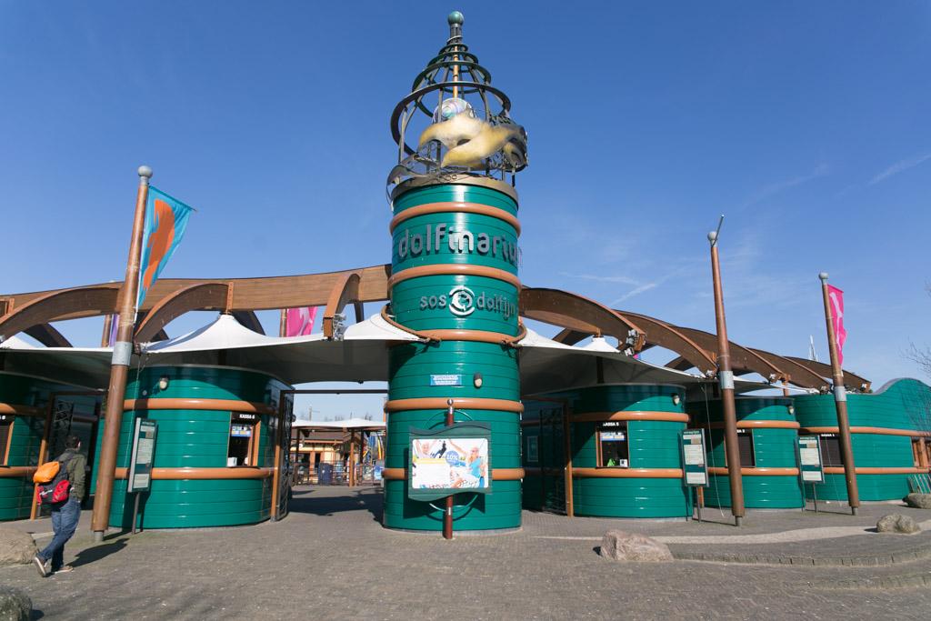De entree van het Dolfinarium Harderwijk.