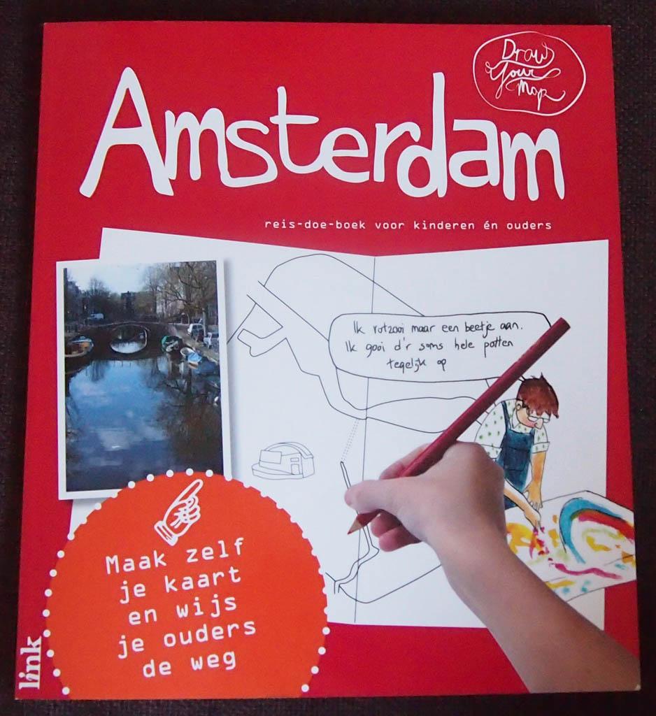 DraWYourMap Amsterdam: de voorkant laat al zien dat het een doe-boek is. Leuk!